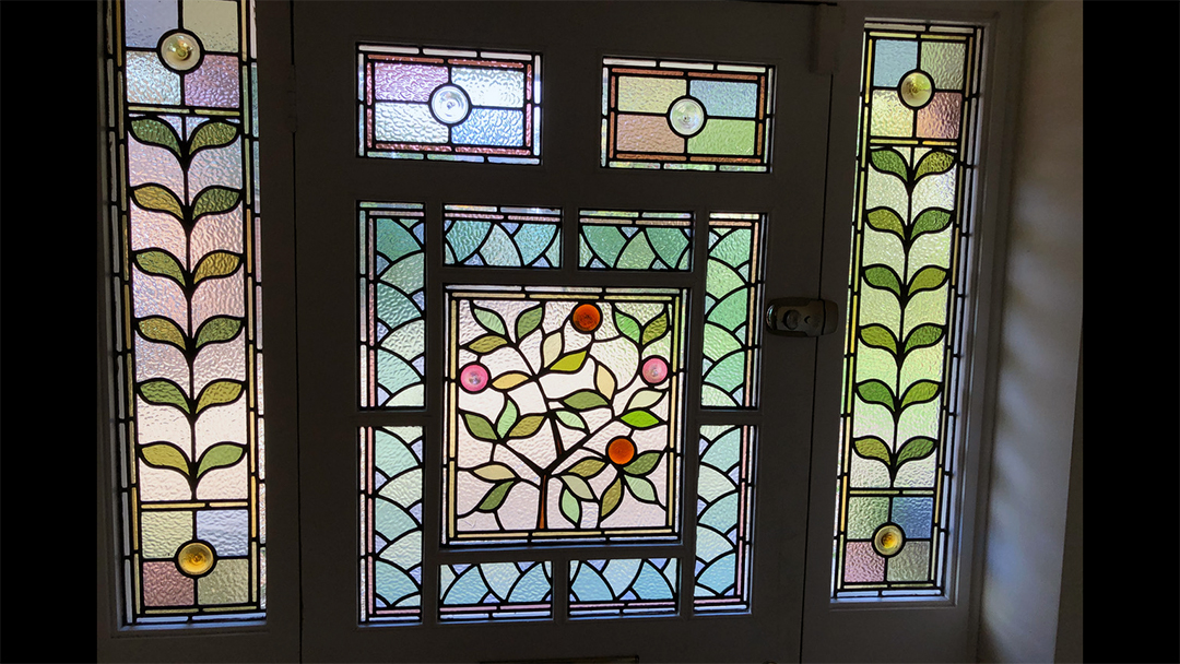 Stained glass window repair in situ